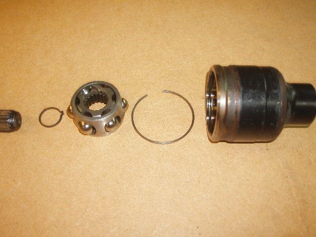 Entretien cardan de transmission coté roue, enlever billes par billes pour dépose, remplacement ou entretien