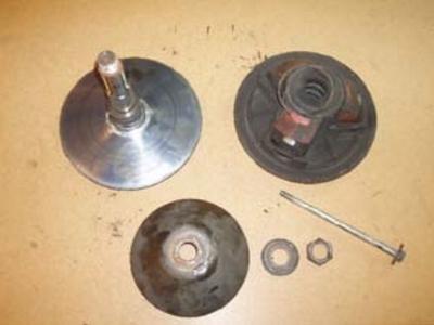 Axe central à dévisser pour démonter ou déposer variateur moteur voitures sans permis
