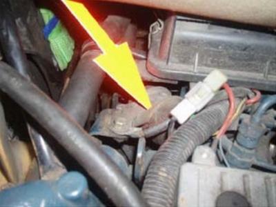 emplacement arrêt moteur dans compartiment moteur de voiture sans permis aixam